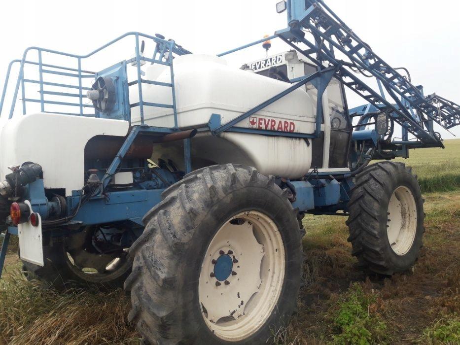 Opryskiwacz EVRARD 3200 litrów lance 24m 2002r