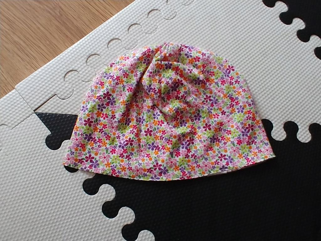 Kwiaty cudna czapka wiosna roz.48-50 3-4lat bdb