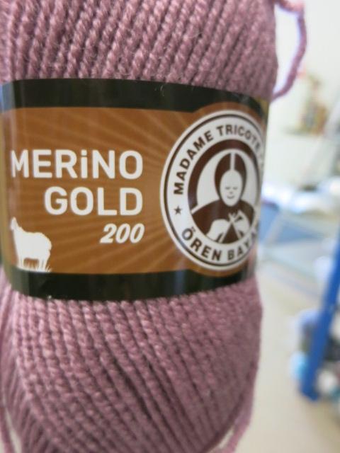 Włóczka z wełną Merino Gold 200 MTP brudny róż