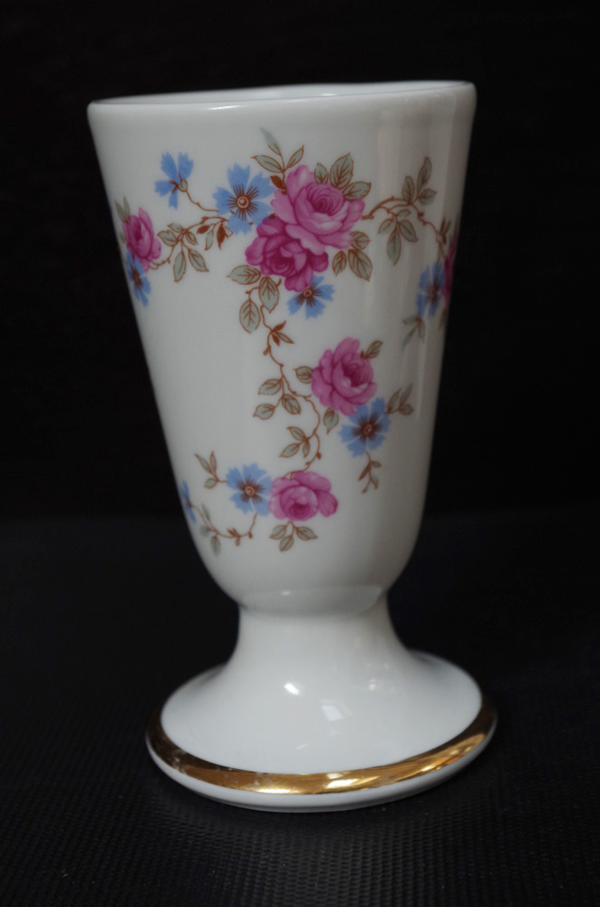 Porcelanowy pucharek unikat Piekny sygnaturą