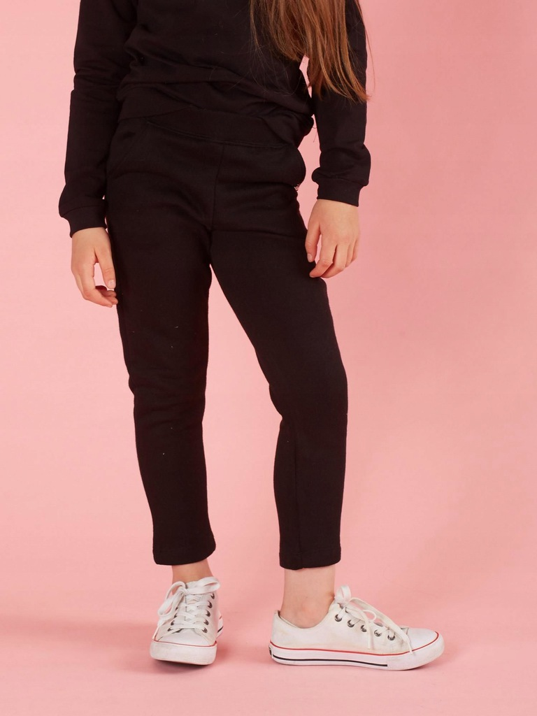 Dziecięce spodnie dresowe czarne 122