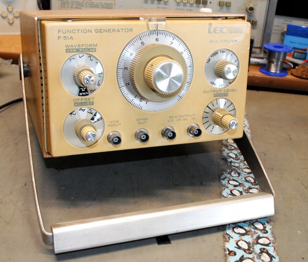 Generator Funkcji IEC F51A 11MHz