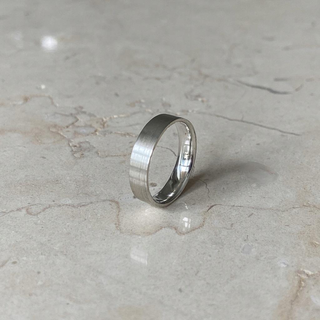Obrączka srebrna płaska soczewka 4mm