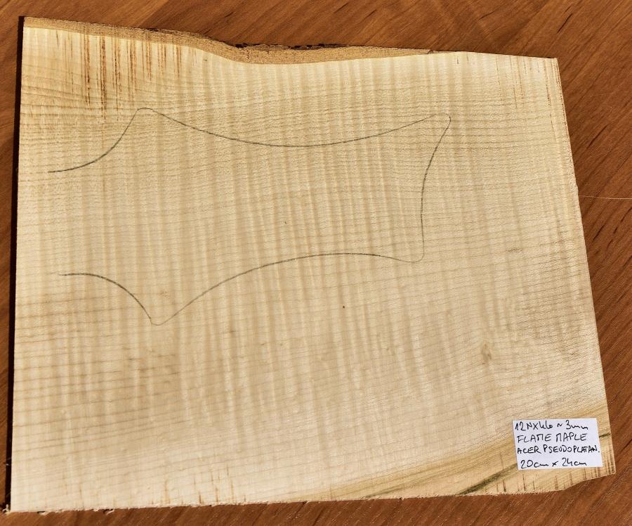 Drewno KLON FALISTY na nakładkę główki gryfu, 2.5
