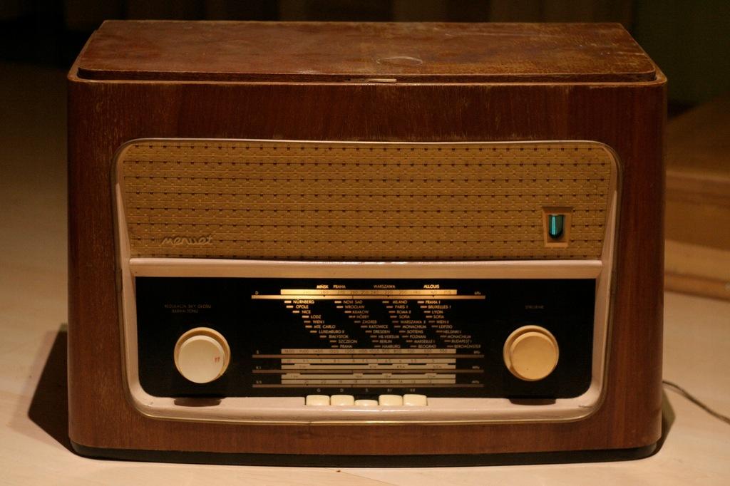 Menuet (bez UKF), radio lampowe vintage loft