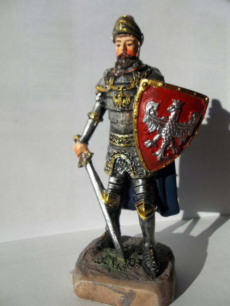 Figurka rycerza z tarczą pamiątka z zamku Czocha