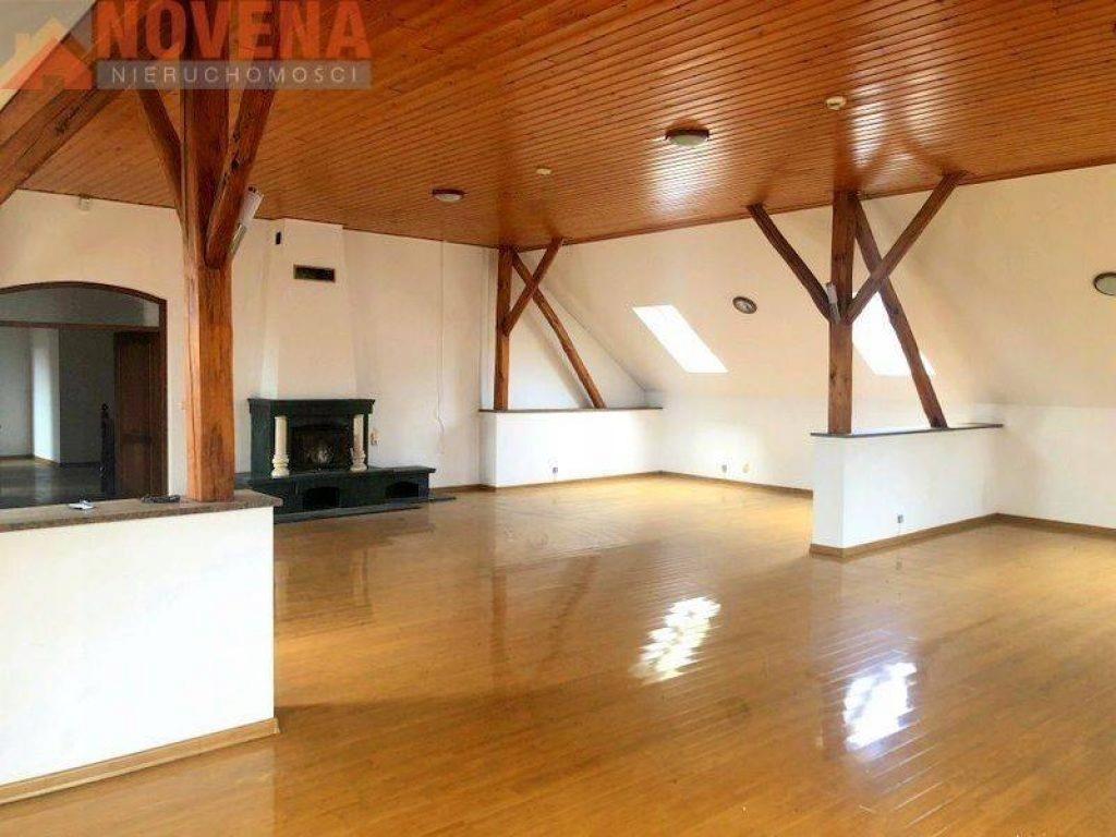 Komercyjne, Nysa, Nysa (gm.), Nyski (pow.), 700 m²