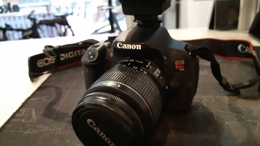 Canon EOS Rebel T4i/ 650D+ obiektyw+ lampa,komplet