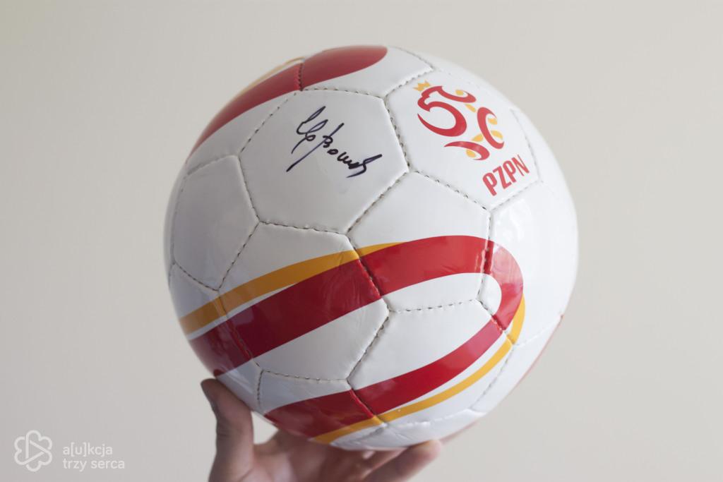 Piłka z autografem Zbigniewa Bońka