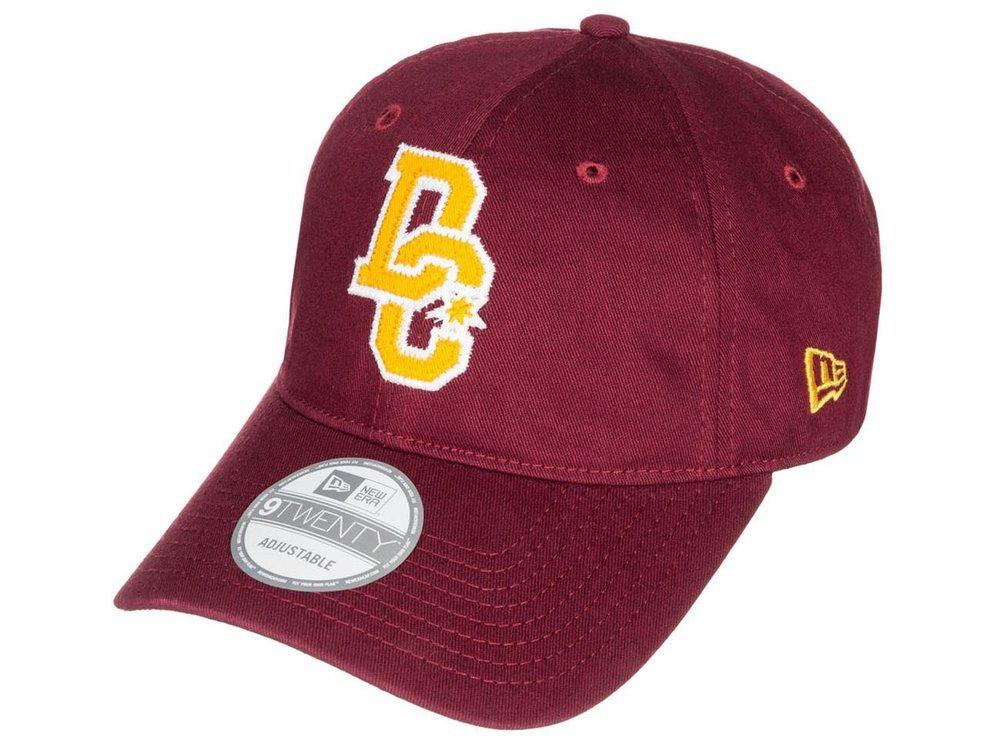 Bordowa czapka sportowa z daszkiem DC dżokejka