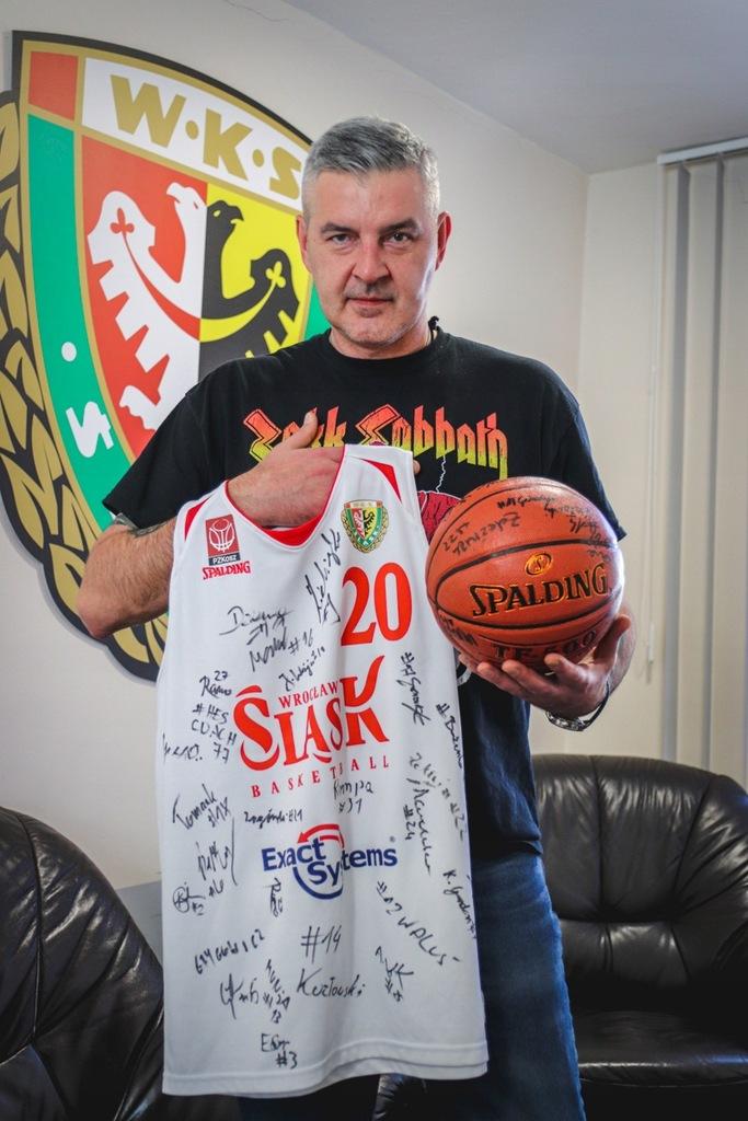 Koszulka i piłka z autografem WKS Śląsk Koszykówka