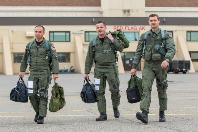 DZIEŃ Z ŻYCIA PILOTA F-16 Krzesiny 31BLT