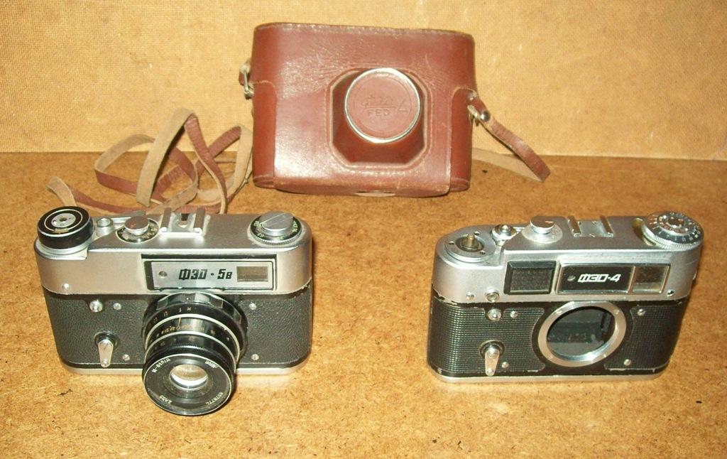 Aparaty fotograficzne FED 5 B i FED 4 + futerał