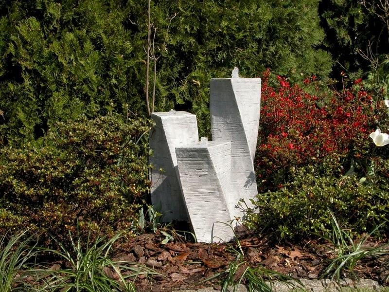 Fontanna ogrodowa betonowa trzy słupy