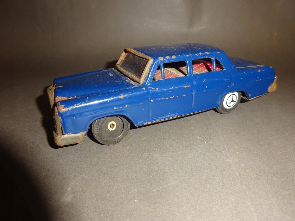 Stare Zabawki / Autka - Blaszany Mercedes