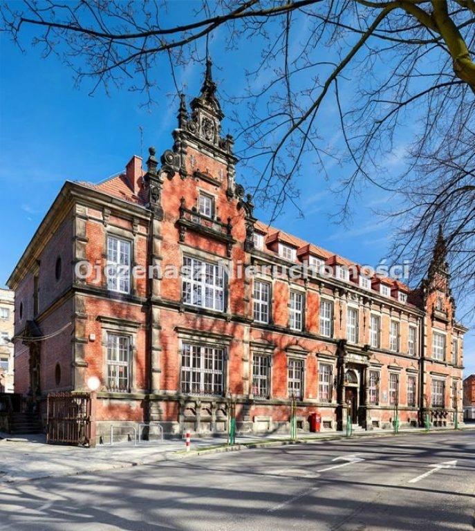 Komercyjne, Brzeg, Brzeski (pow.), 2159 m²