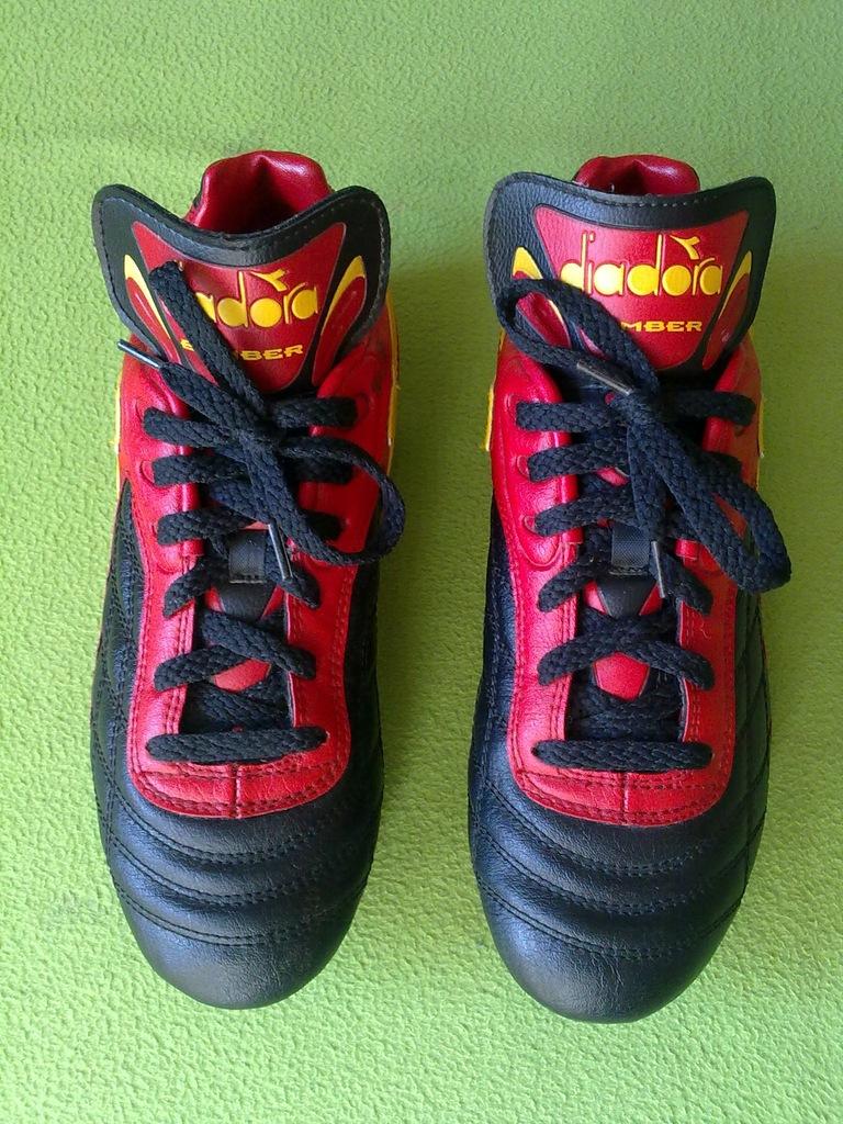Buty piłkarskie, korki firmy DIADORA Bomber