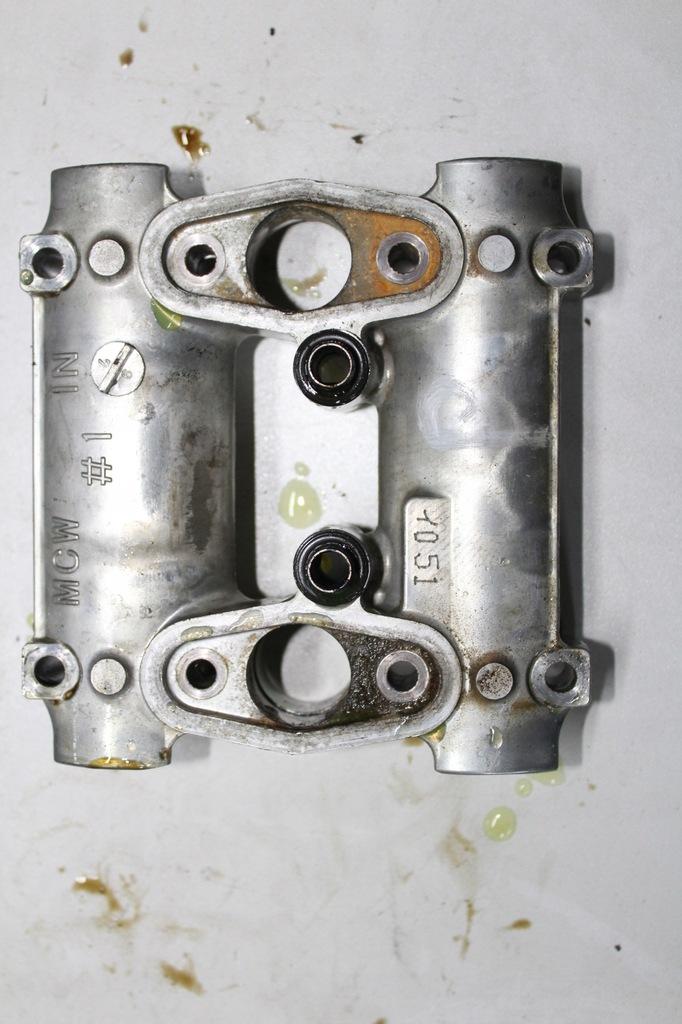 HONDA VFR 800 02-09r mocowanie wałka rorządu PRZÓD