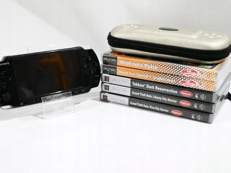 ZESTAW KONSOLA PSP 3004 + 5 GIER + ETUI
