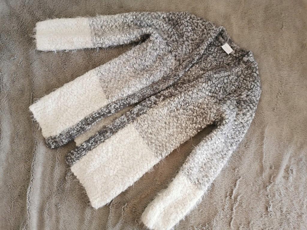 F&F włochaty szary sweterek kardigan 140