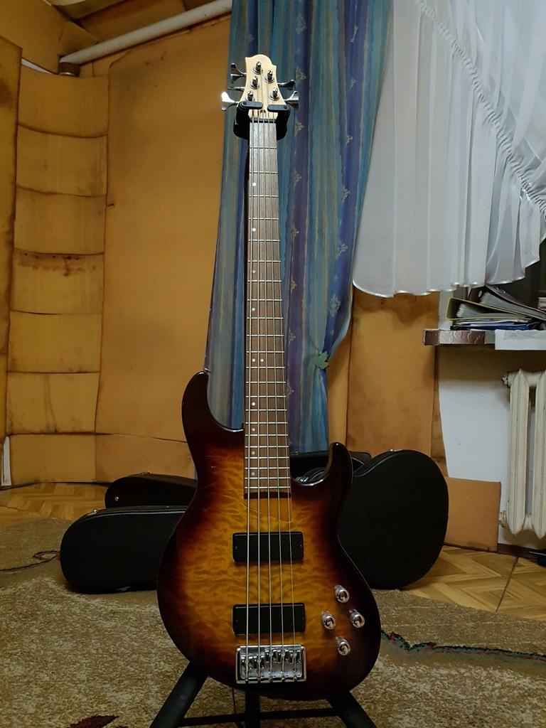 Gitara basowa Samick FN 55