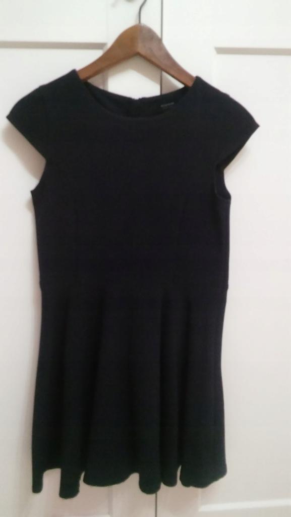 Wizytowa sukienka Reserved w rozm. 152 cm