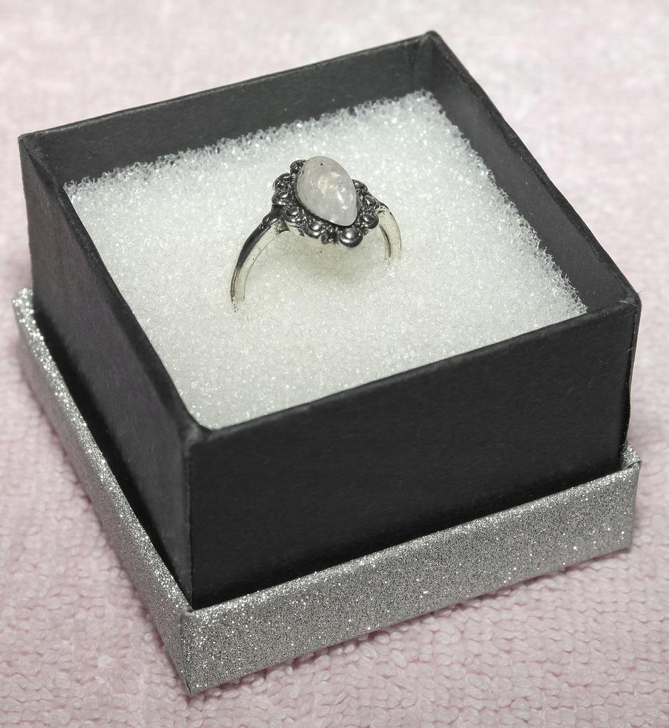 Oryginalny pierścionek.