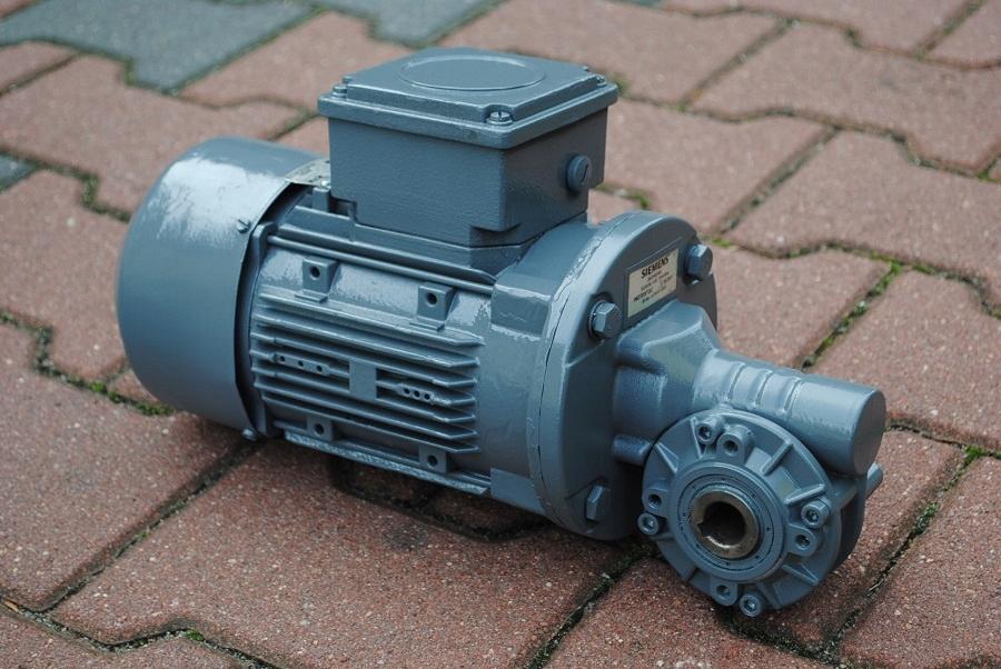 Motoreduktor kątowy 0.37kw. 70obr./min. SIEMENS.