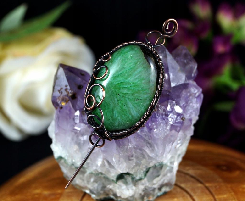 Agat, miedziana broszka z agatem zielonym owal