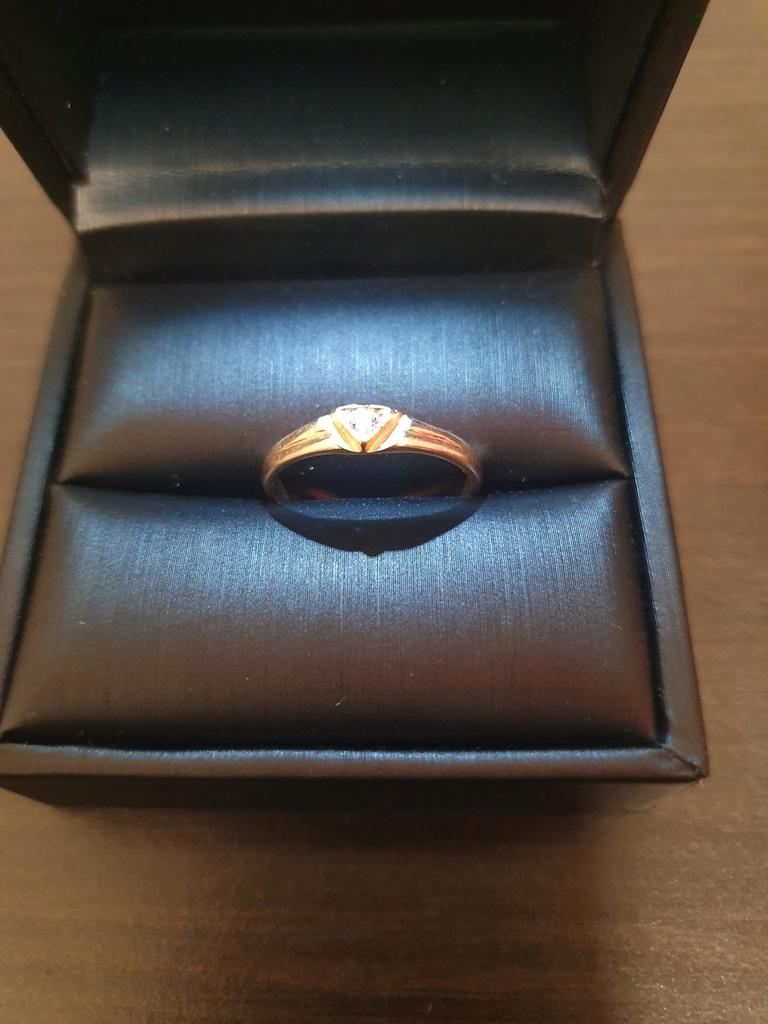 Piękny złoty pierścionek pr. 585 cyrkonia