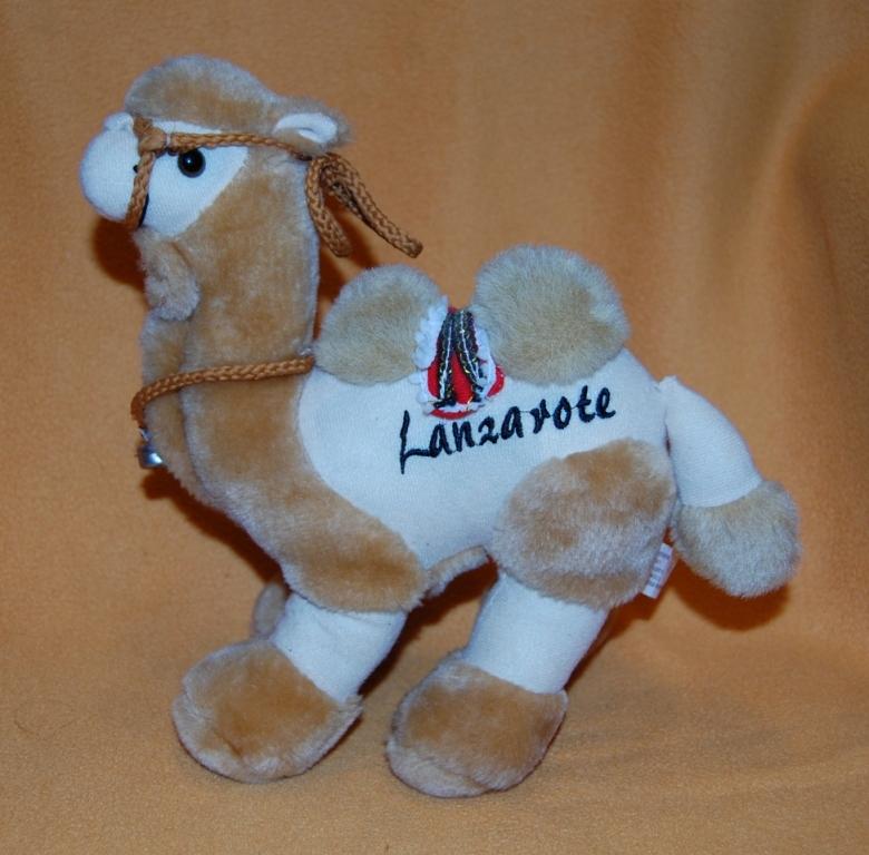 wielbłąd maskotka