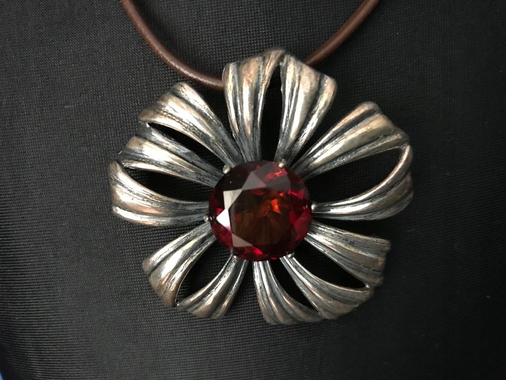 APART naszyjnik kwiat z ciemnym bursztynem srebro