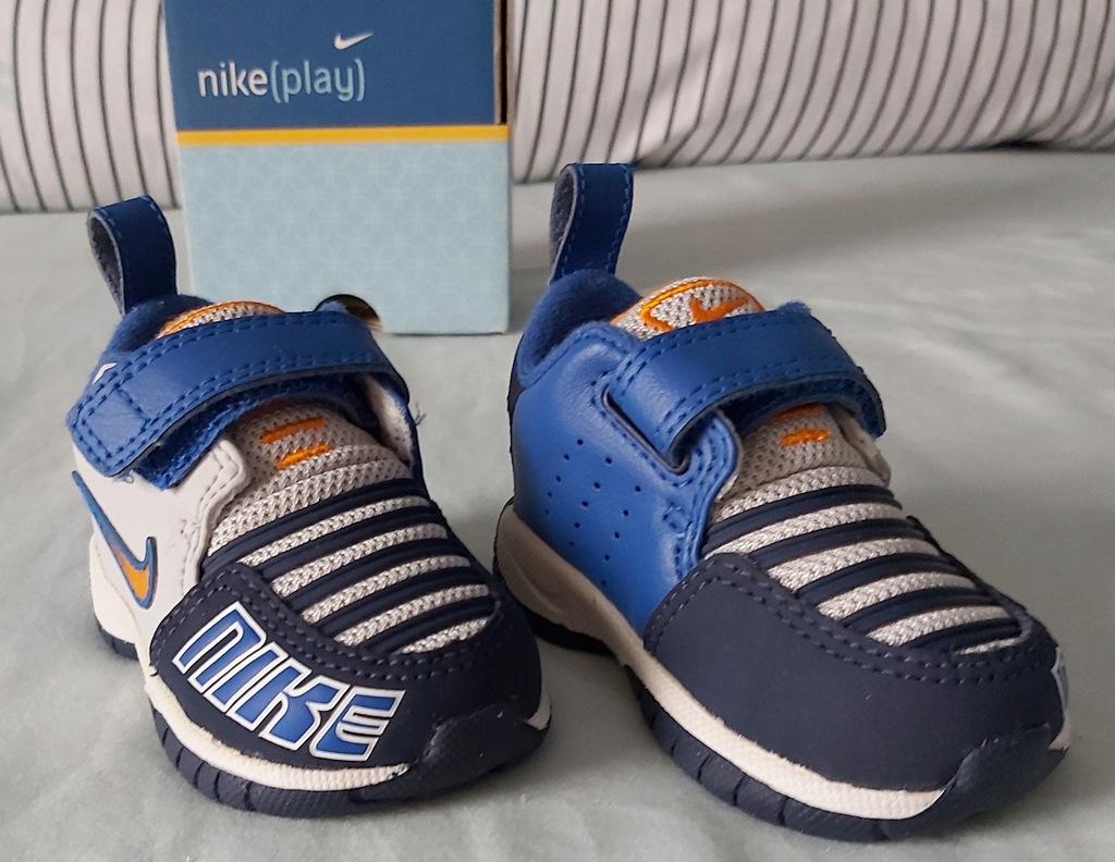 Nowe oryginalne adidasy Nike Play r. 17 (8cm)