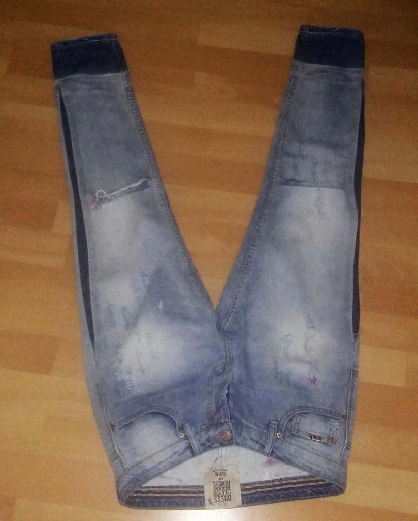 Modne damskie jeansy z dziurami i przetarciami S