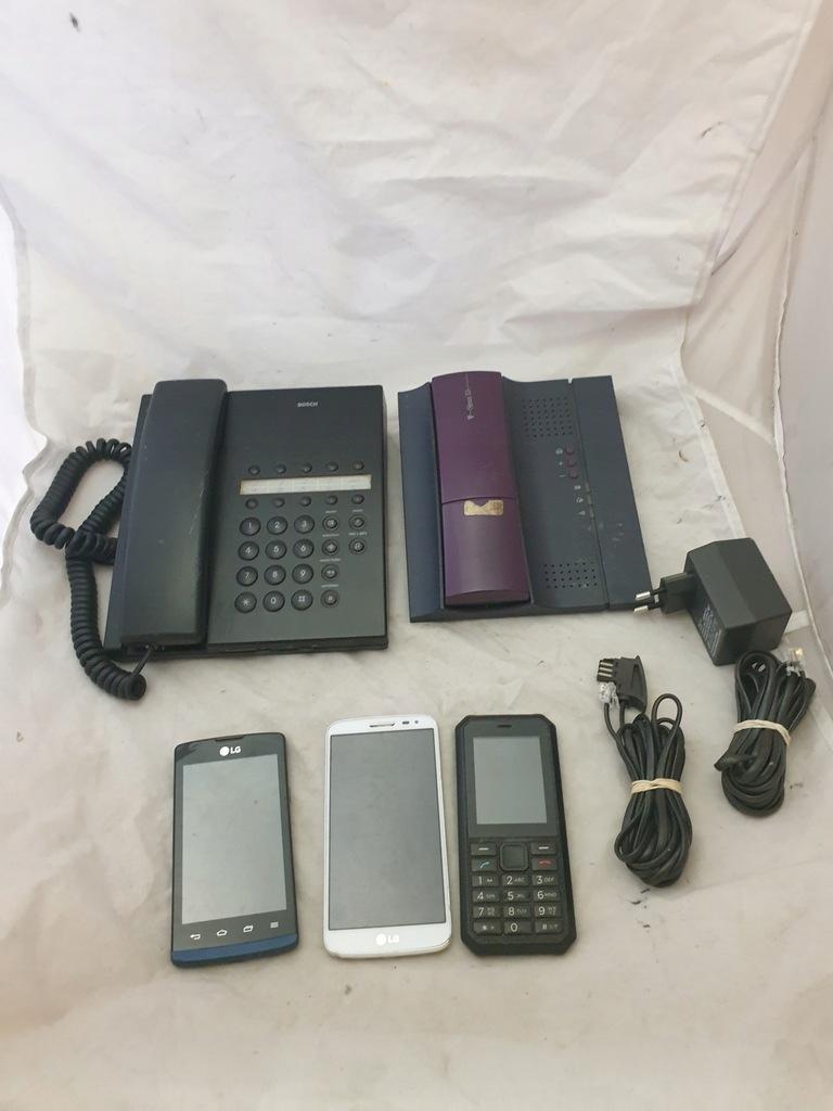 Zestaw różnych telefonów