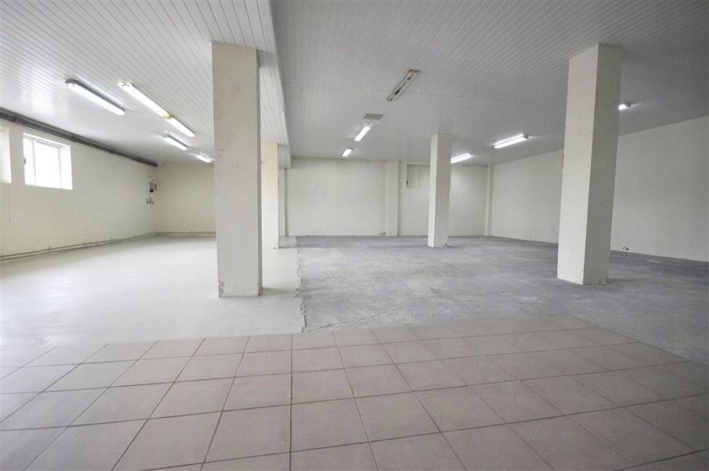 Magazyny i hale, Sieradz (gm.), 170 m²