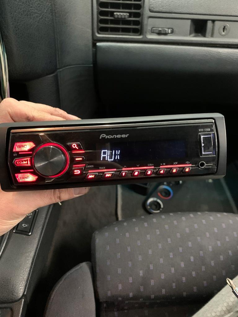Radio samochodowe Pioneer MVH-170UB Super stan USB