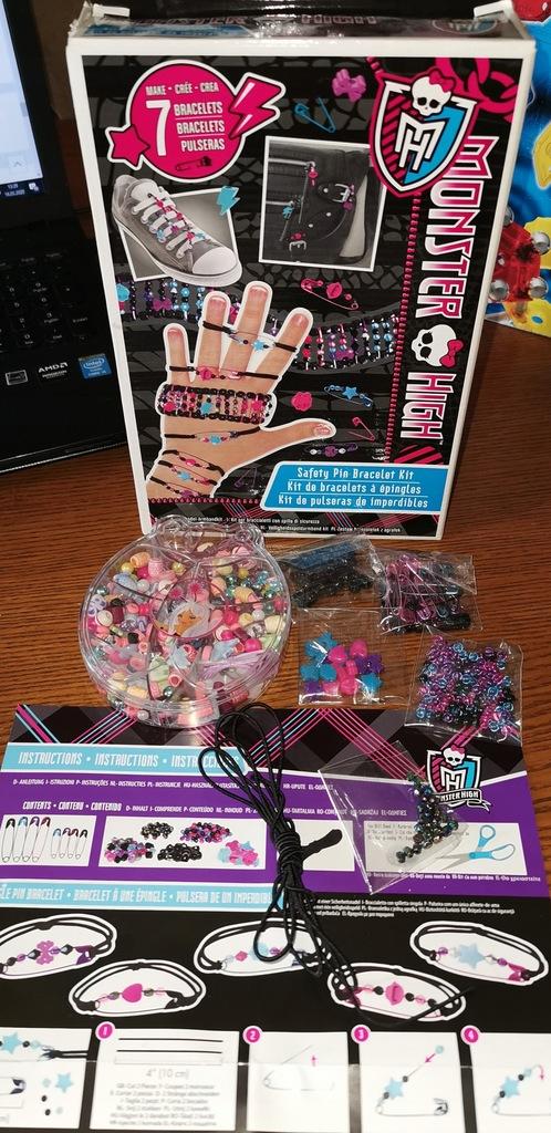 Monster High zestaw bransoletek z agrafek.