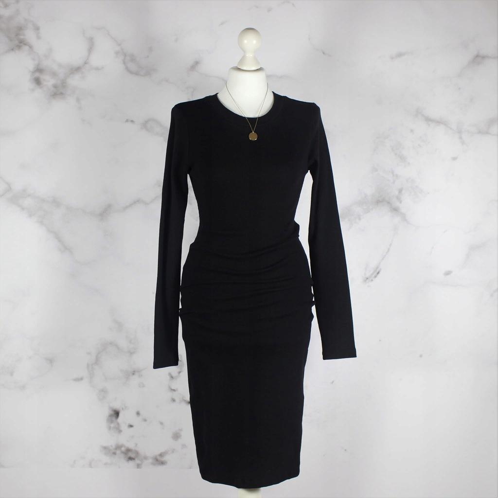 czarna prążkowana sukienka z okrągłym dekoltem L