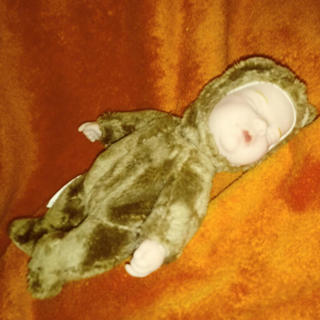 Lalka śpiące niemowlę Anne Geddes