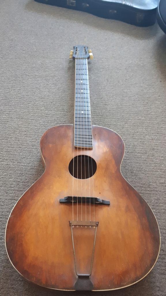 przedwojenna duża gitara