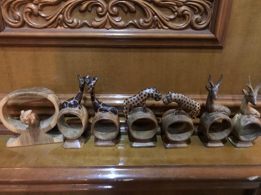 Drewniane serwetniki eleganckie na stół