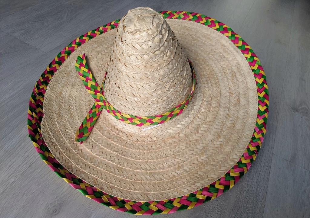 Sombrero słomiane w stylu meksykańskim