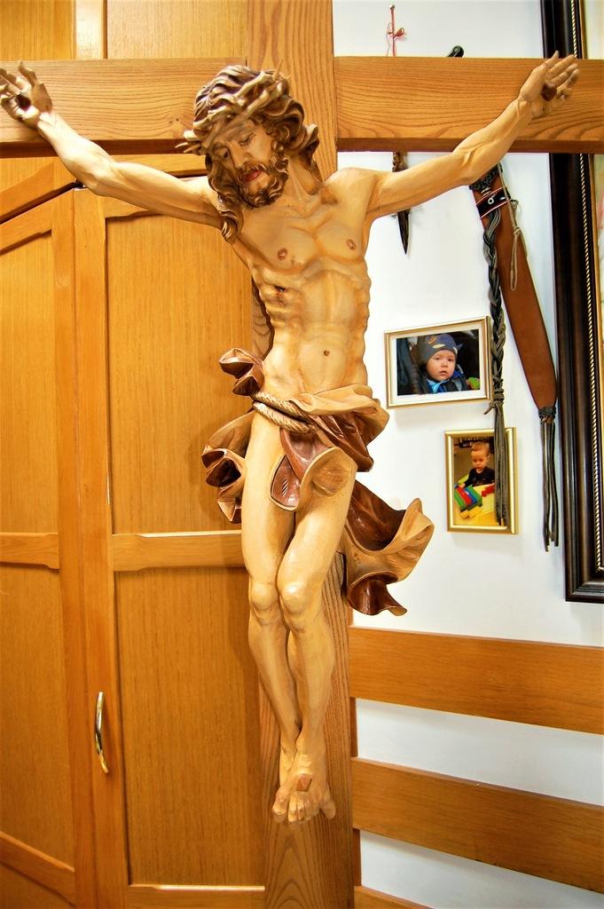 Krzyż pasyjny Chrystus ukrzyżowany