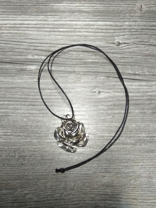 Naszyjnik z różą