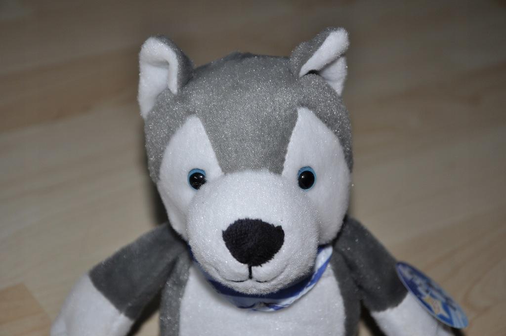 nowy pluszak maskotka pies piesek HASKI od KINDER
