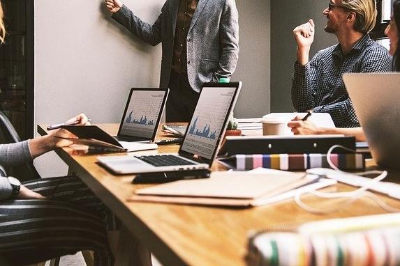 Kurs Pracownik administracyjno-biurowy online MEN