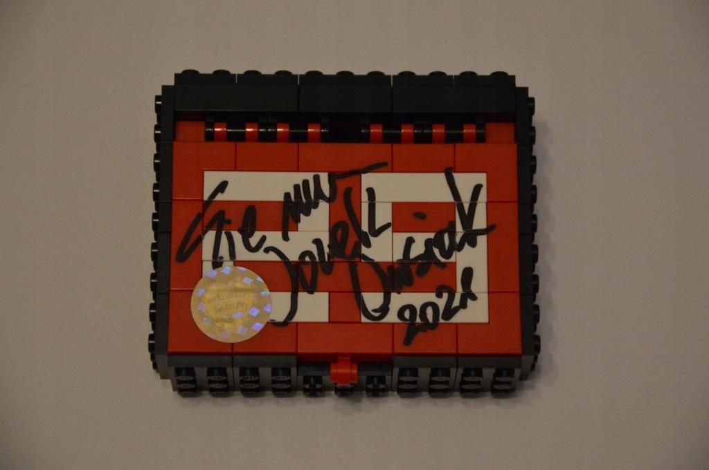 Szkatułka z serduszkami z klocków LEGO + autograf