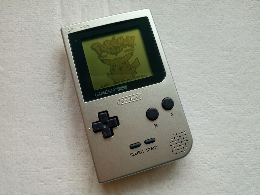 Game Boy Pocket Silver wraz z grą