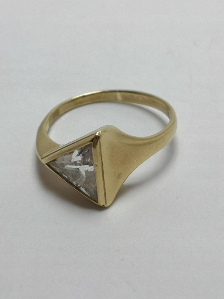 Złoty pierścionek p.585 2,9g r.13